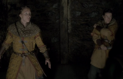 Caroline Simonnet (L) shortly before her death in 'Vikings-Kill the Queen'