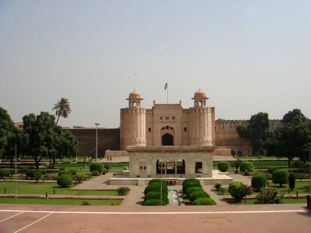 File:PakistanLahoreFortAlamgiriGate.jpg