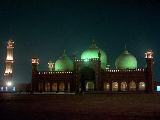 File:PakistanLahoreBadshahiMasjidAtNight.jpg