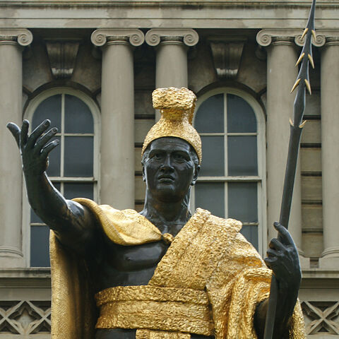Statue of Kamehameha wearing an outfit similar to the one in <i>Civilization V</i>