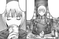 Claire mentre beve una bevanda a Rabona