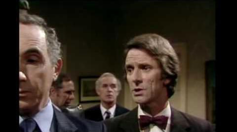 Yes Minister S01E05 - The Writing On The Wall