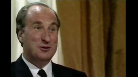 Yes Prime Minister S02E03 - A Diplomatic Incident-1