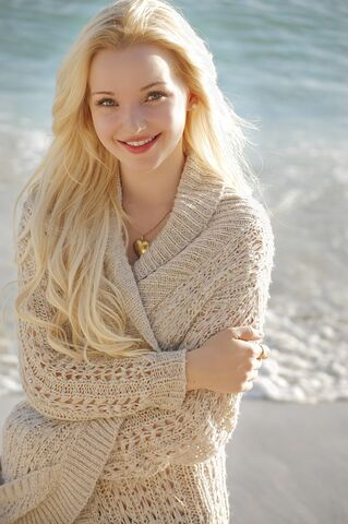 File:Dove Cameron Beach.jpg