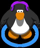 Auriculares violetas en el juego