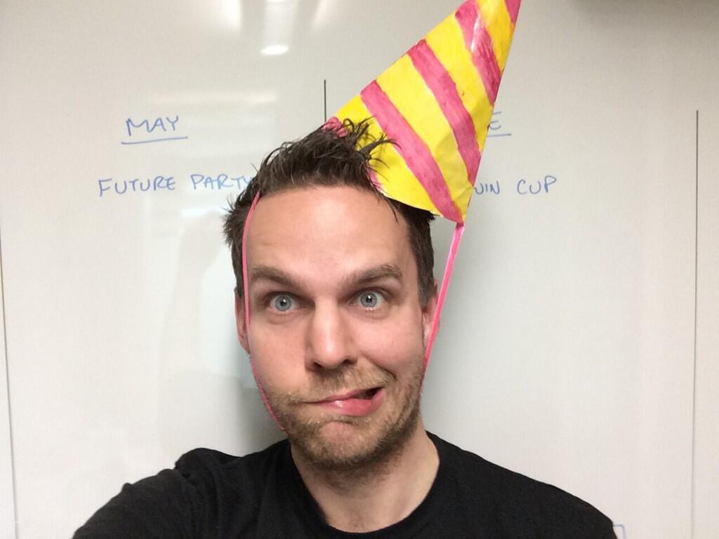 Party hat club penguin wiki fandom powered by wikia