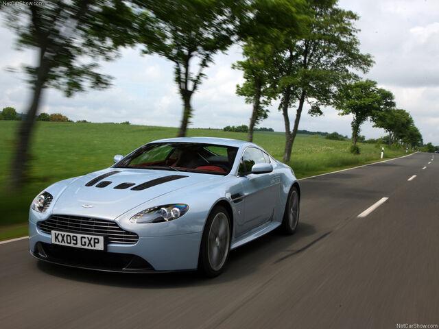 Archivo:Aston martin vantage v12.jpg