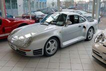 1200px-Porsche 959 silver at Auto Salon Singen