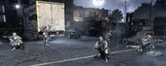 Soldados del SAS junto a un camión