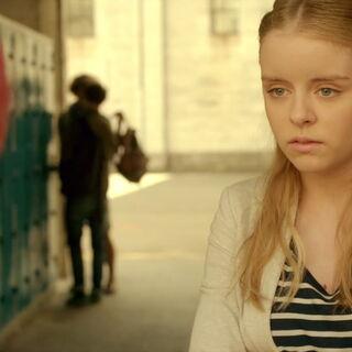 Лора жели да зна о Аелитином покојном оцу, Францу Хоперу.