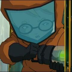 Џереми у оделу против радијације, мења батерију.