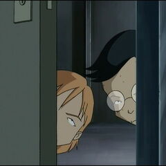 Николас и Херв вире у кабинет.