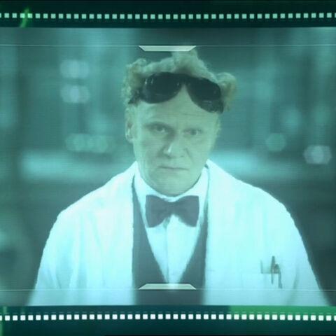 Професор Тайрън.