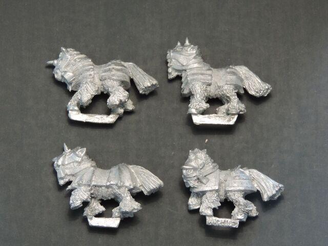 File:WKB-02 Armoured ponies - left side.jpg