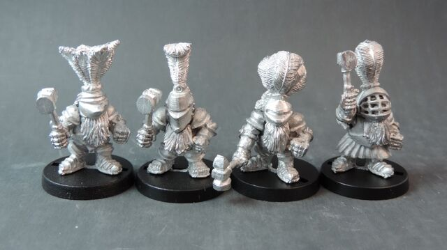 File:Dwarf Imperial Knights on foot with hammers (800x449).jpg