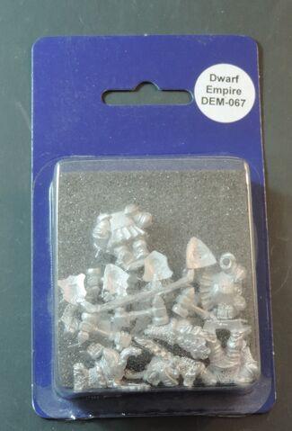 File:DEM067 Dwarf Boar knights on foot with hammers & shields blister.jpg