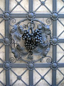 1003375 wrought iron wine decoration
