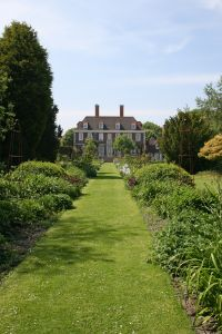 File:1015197 english house and garden.jpg