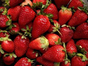 File:864989 strawberries.jpg
