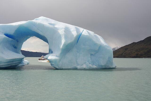 File:Iceberg+Lago+argentino-9452.jpg