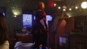 2x23-Vicki still dancing