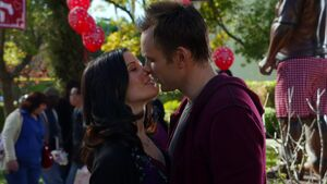 S01E16-Jeff and Slater kiss