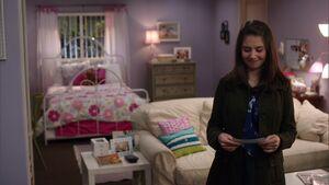 S02E13-Annie's apartment