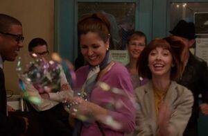 S04E08-Kat chasing bubbles