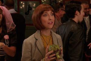 S04E08-Kat with artichoke