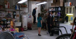 S04E05-Shirley garage