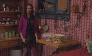 S04E13-Lame Annie hiding