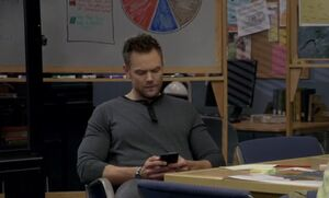 S06E03-Jeff texting in situation room