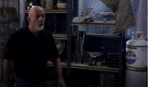 S05E09-Hickey and Chimpanzee