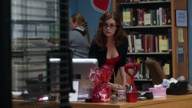 File:S02E15-Mariah books.jpg