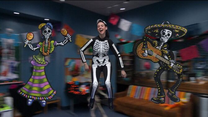 1x7 Pierce hallucinates Annie and Mexican skeletons
