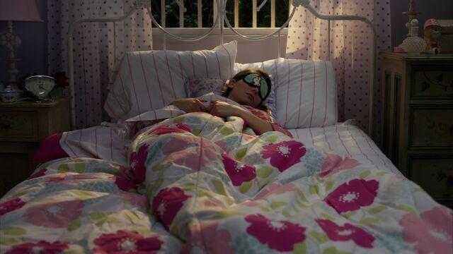 File:Annie trying to sleep.jpg