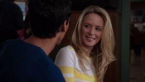 1x17-Abed hits on Jenny