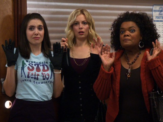 1x11-Annie Britta Shirley Busted