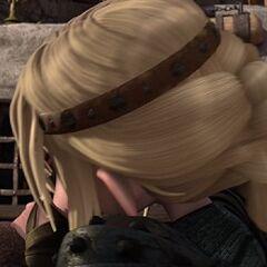Astrid besando a Hipo