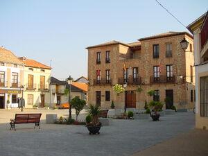 Plaza y ayuntamiento en Valdetorres de Jarama