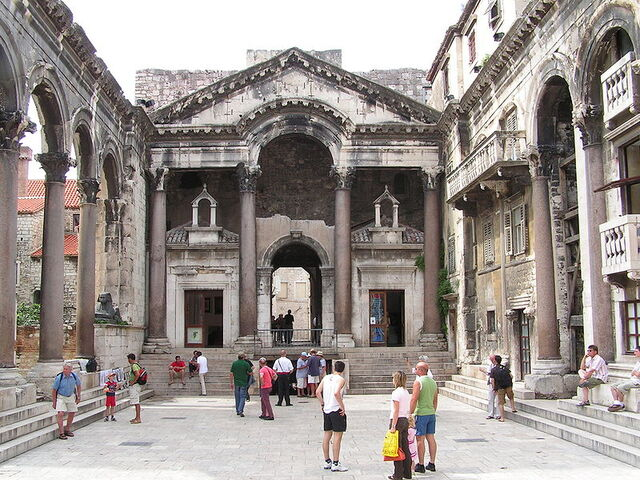 File:Diocletians-Palace.jpg