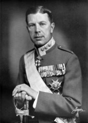1200px-Gustaf VI Adolf av Sverige som kronprins