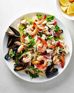 Italian-seafood-salad-102882434 vert