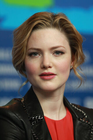 File:Holliday Grainger.jpg