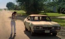 S03E07-Lacey w car