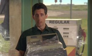 S05E08-Delivery Guy