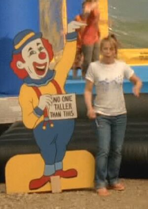 S06E11-Wanda clown long