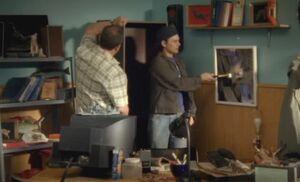 S06E12-Hank breaks mirror