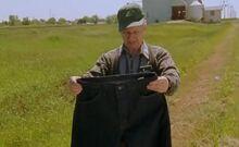 S02E05-Oscar w pants