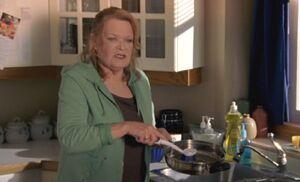 S05E17-Emma scrubs